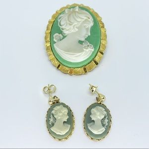 Vintage Cameo Stud Earring and Brooch set!